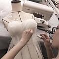 仙氣十足的婚紗,瞧同學的巧手和細緻的工法,增添了婚紗的質感! #想挑戰週週有新款的目標 #婚紗禮服製作團隊培訓 #婚紗禮服製作課程