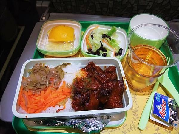 飛機餐之一~寶貝選的飯