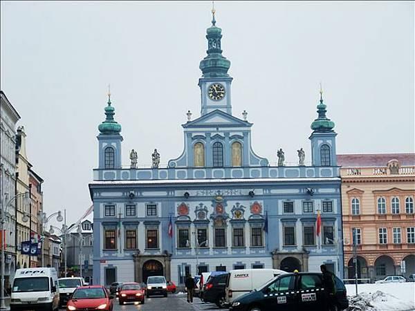 """藍色那棟是他們的""""市政廳"""""""