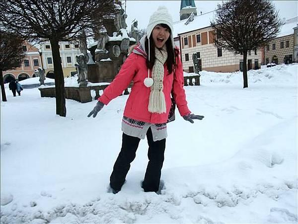 雪超鬆軟像綿綿冰~腳一踩就陷下去那麼深
