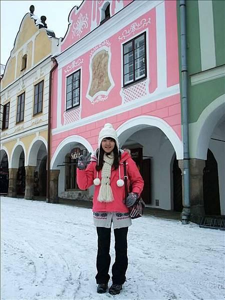 在我最喜歡的粉色屋前拍張照嚕
