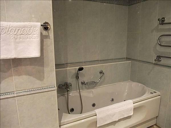 還有可以泡溫泉的浴缸