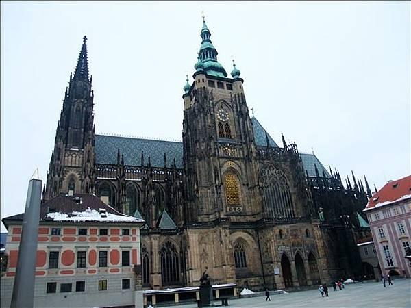 教堂背面全景