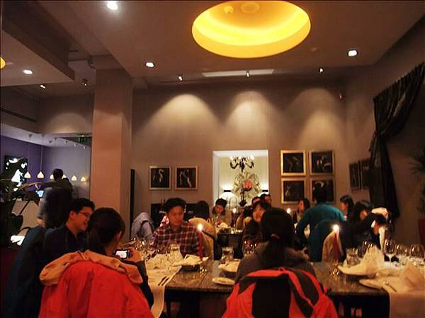 這間飯店的餐廳~可是米其林評選三顆星的呢