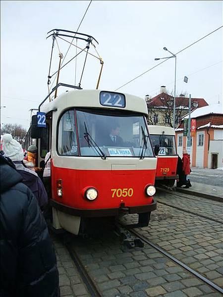 電車來囉~準備上車