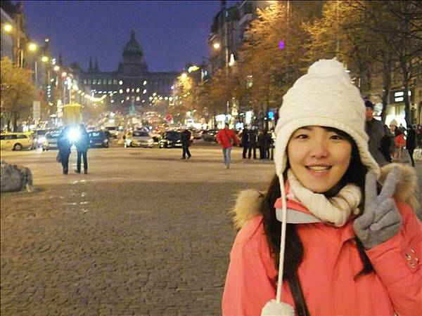 """這是布拉格""""新城廣場""""晚上的模樣~有沒有"""
