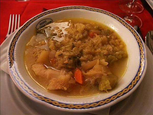 這算雜菜湯吧~不過很好喝喔
