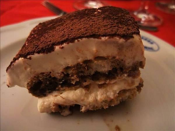 甜點是提拉米蘇