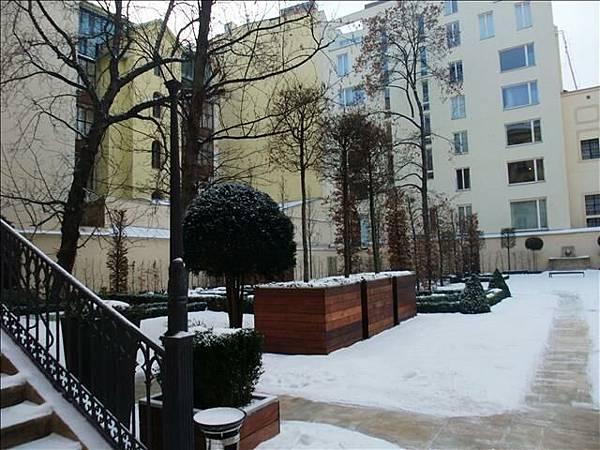 飯店後面的花園