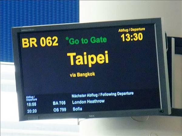 我們搭的班機~要回台灣囉