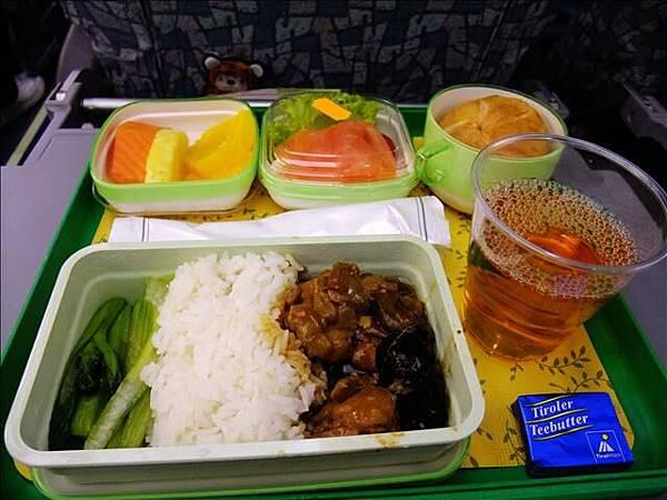 第二次的飛機餐一樣迅速的被我倆嗑光XD