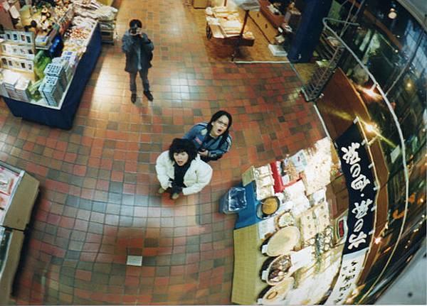 在日本小樽魚市裡的黃金鐵三角