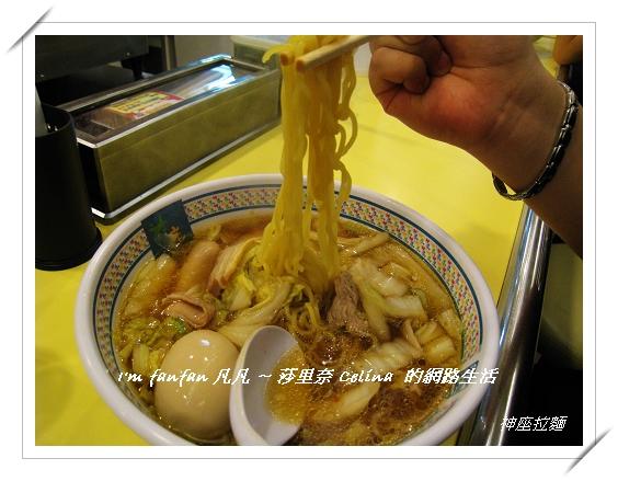 神座拉麵的湯頭是關東醬油風味.jpg