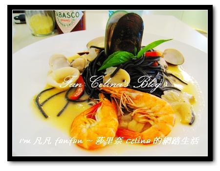 威尼斯蘿勒蒜香墨魚麵