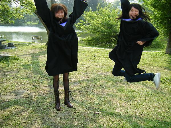 王怡今每次跳起來腳都伸的很直XDD