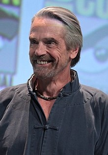 220px-SDCC_2015_-_Jeremy_Irons_(19524260758)_(cropped)