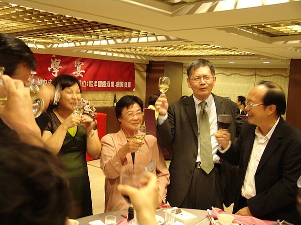 文學宴(右一為香港詩人也斯,右三為《完全壯陽食譜》日譯者池上貞子教授
