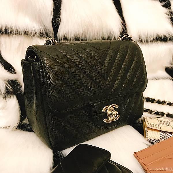 cb201c1058fbd6 [ bag ] Chanel coco17 mini square chevron 人見人愛的方胖子我與Chanel的淵源
