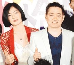 李志奇(右)和李之勤復出大銀幕,在《寶米恰恰》中飾女主角的父母。(李開明攝)