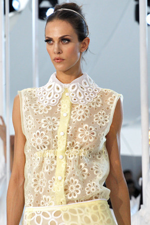 louis-vuitton-spring-2012-rtw-laser-cut-sleeveless-top-profile