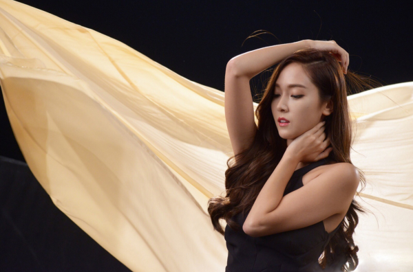 jessica-jung-ysl-fusion-ink-foundation-commercial