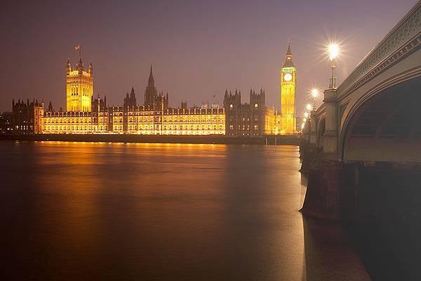 Parliament-Foggy-NIght
