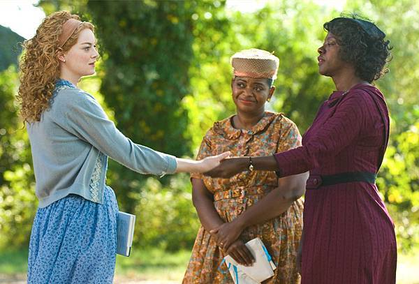 the-help-movie-image-emma-stone-viola-davis-011