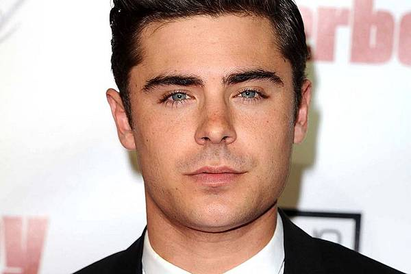 2015-02-zac-efron-photo