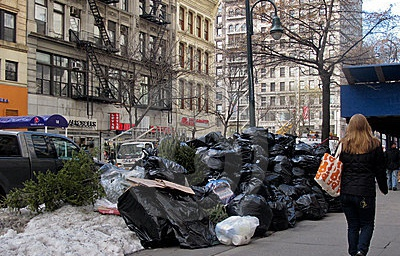 pile-trash-street-new-york-city-17683303