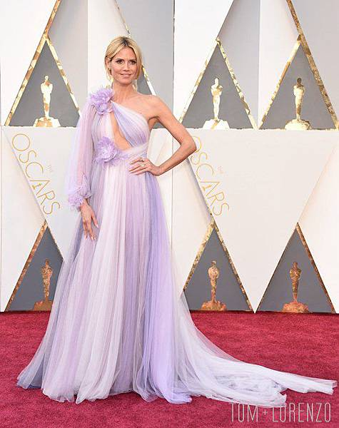 Heidi-Klum-Style-Double-Shot-Red-Carpet-Fashion-Marchesa-Atelier-Versace-Vanity-Fair-Party-Oscars-2016-Tom-Lorenzo-Site-2