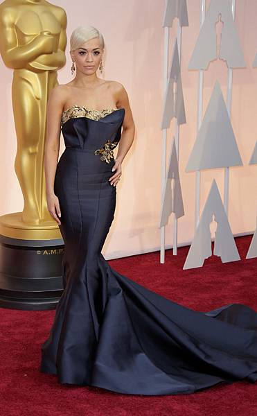 rita-ora-oscars-awards