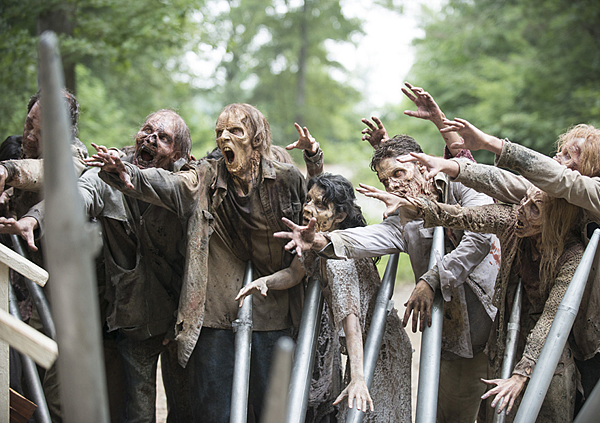 the-walking-dead-episode-508-walkers-935