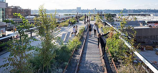celebrating-the-opening-of-the-high-line-at-the-rail-yards_list_image