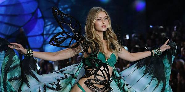 landscape-1449697975-gigi-hadid-walking-on-the-victorias-secret-runway-2015