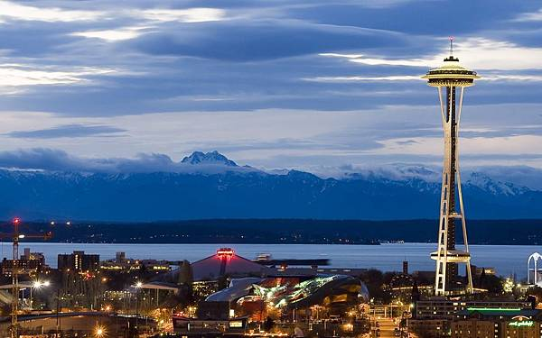 seattle-tower-night-mountain