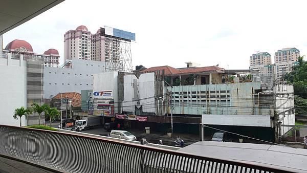 五星級飯店對面的街景