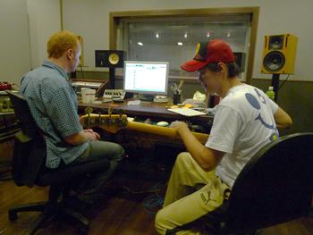 Cola錄製Bass.jpg