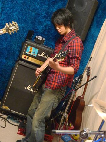 吉他手脩.jpg