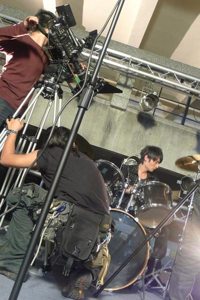 鼓手冥拍攝中.jpg
