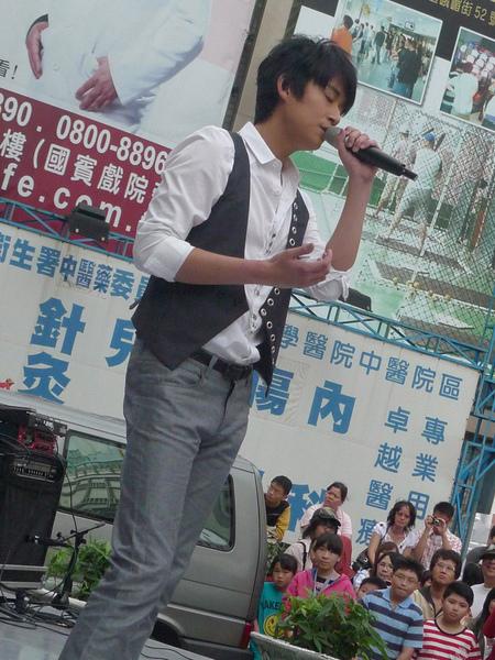 乃榮唱的好動人.jpg