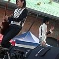 帥氣吉他手小花.jpg