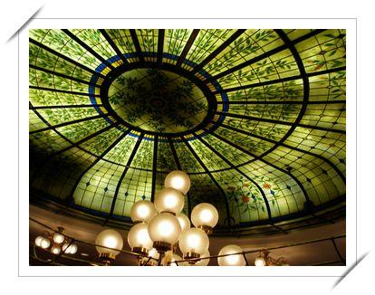 酒店餐廳的天花板