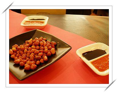 文東記 - 海南雞飯的沾醬和花生