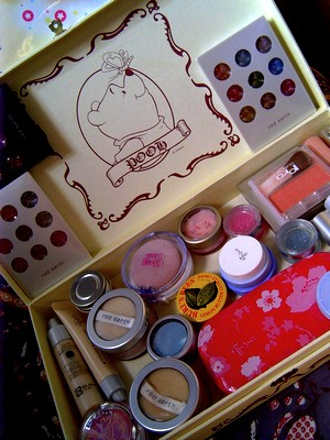 my cosmetic box.jpg