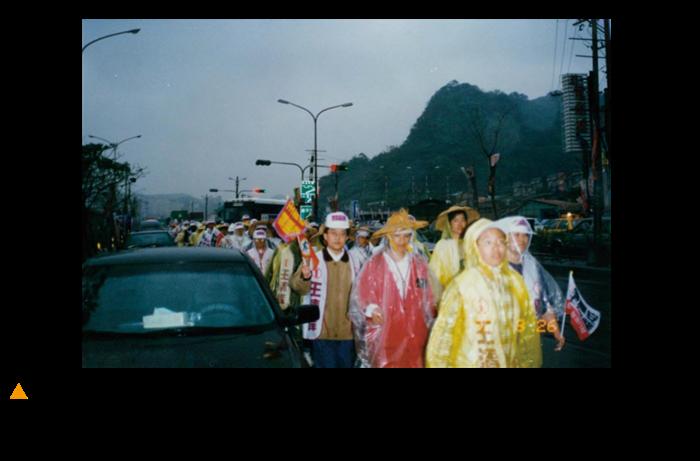 行腳全台灣的方式拉抬選戰