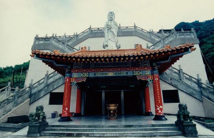 明安寺是一座長久存於汐止當地的寺廟,並非悟覺妙天禪師所興建