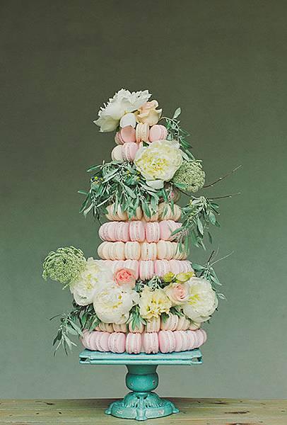 Nontraditional-Cakes-Alixann-Photography.jpg