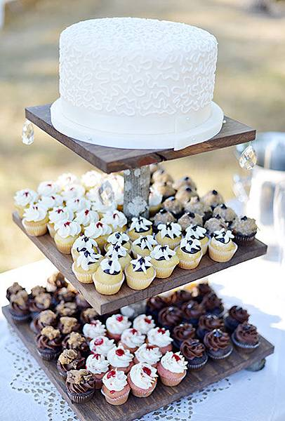 Nontraditional-Cakes-Deyla-Huss-Photography.jpg