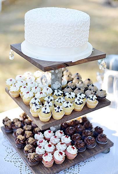 Nontraditional-Cakes-Deyla-Huss-Photography.jpg
