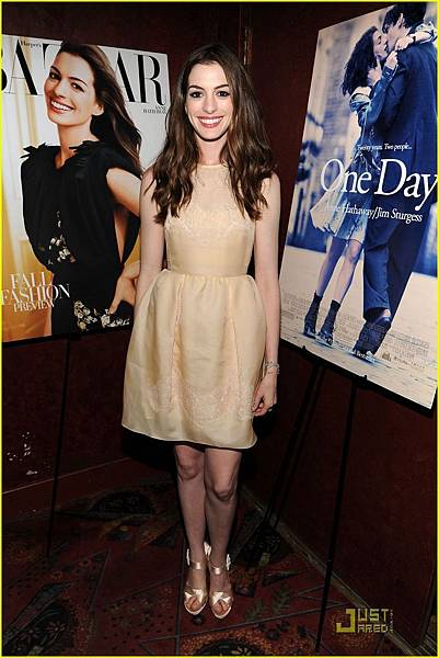 anne-hathaway-jim-sturgess-one-day-premiere-nyc-04.jpg